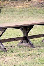 DIY Bench – Farmhouse Style