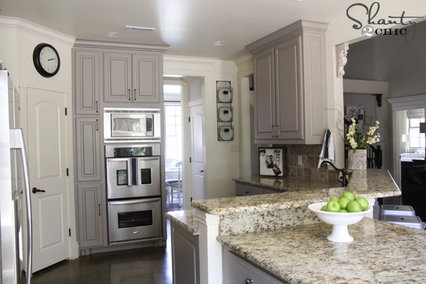 2 different color kitchen cabinets. hope 2 different color kitchen cabinets r