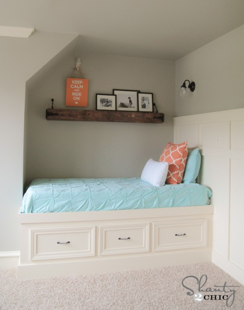 DIY Built-In Day Bed Free Plans
