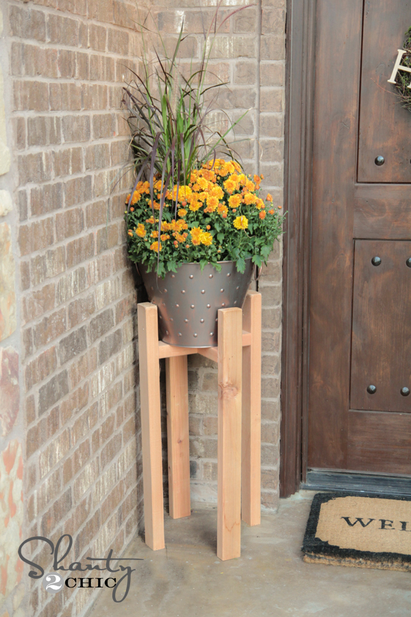 FREE Woodworking Plans - DIY Plant Stand