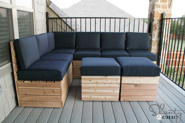 Diy modular outdoor seating shanty 2 chic for Outdoor wood sectional sofa plans