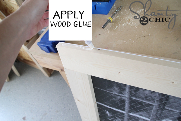 apply-wood-glue