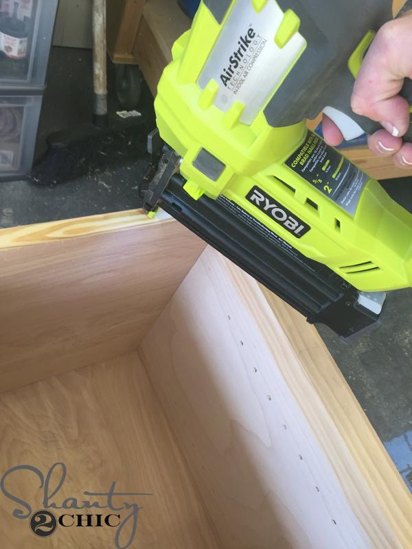 attach-screen-mold-with-nailer